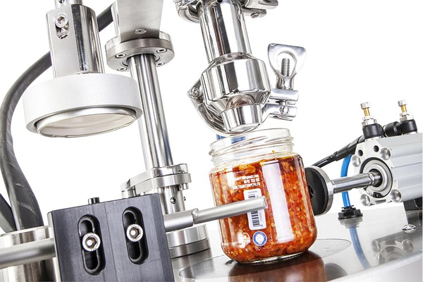 Semi automatic monoblock for filling and capping jars